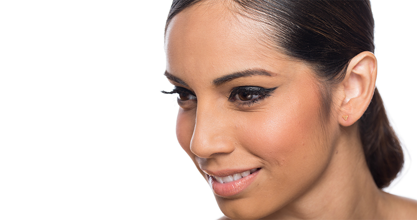 آموزش کشیدن خط چشم بالای پلک