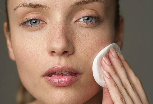 پاک کردن آرایش و پاک سازی پوست