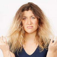 چگونه از موهای خشک و شکننده مراقبت کنیم؟