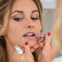 اثرات آرایش بر پوست شما چیست؟