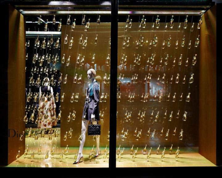 نمایش محصولات برند Dior در نمایشگاه مد مشهور Harrods